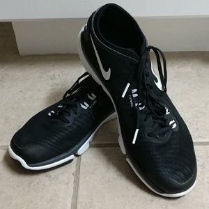 Nike Black White Flywire 9.5 Sneakers